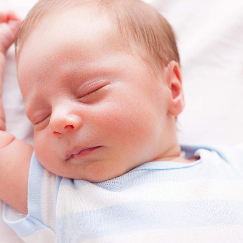 Az ajak- vagy szájpadhasadékkal született kisbabák táplálása nem.
